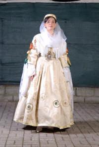 abito di palazzo adrino della donna sposata indossato da Maria Giovanna Cuccia   - Palazzo adriano (3542 clic)