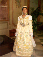 costume arbereshe del matrimonio di palazzo adriano indossato da ilaria parrino miss arbereshe 2004 eletta a spezzano albanese   - Palazzo adriano (3429 clic)