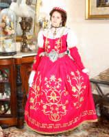 costumi arbereshe di gran gala di palazzo adriano indossato da Maria Spata   - Palazzo adriano (3218 clic)