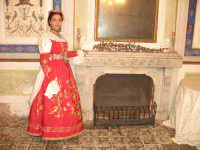 costumi arbereshe di gran gala di palazzo adriano indossato da ilaria parrino miss arbereshe 2004  - Palazzo adriano (4014 clic)