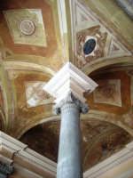 una parte del soffitto della stazione centrale  PALERMO giulia maggì