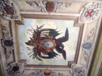 una parte del soffitto della stazione centrale    entrata secondaria PALERMO giulia maggì