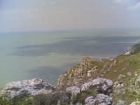 veduta dal castello verso punta bianca...foto rubino giuseppe  - Palma di montechiaro (2685 clic)