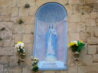 Madonnina della Luce  Edicola Madonna della Luce. Santa Maria soccorrici nella necessità. Dona Gesù