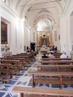 Interno Santuario della Madonna della Cava  A seguito del il ritrovamento dell'immagine della Madonna delle Cave che apparve in sogno ad un muto fu costruito questo Santuario    - Pietraperzia (1134 clic)