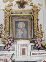 Interno Santuario della Madonna della Cava  A seguito del il ritrovamento dell'immagine della Madonna delle Cave che apparve in sogno ad un muto fu costruito questo Santuario    - Pietraperzia (1447 clic)
