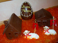 Buona Pasqua  Cioccolato e pecorelle di pasta di mandorle. Realizzazione artistica dei maestri pasticceri Liberto & Luigi Campisi  - Enna (5305 clic)