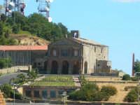 Chiesa di Montesalvo. In questa chiesa è conservato il corpo ancora integro del Servo di Dio Angelo Lo Musico (1540-1610)  - Enna (4375 clic)