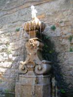 Fontana piazza S.francesco  - Enna (1356 clic)