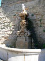 Fontana piazza S.francesco  - Enna (1416 clic)