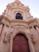 Chiesa di San Giuseppe   Questa Chiesa è detta chiesa dei 5 continenti difatti è stata scelta per l'Europa per segnare ogni ora 5 rintocchi di campana in contemporanea ad altre 4 chiese di altri continenti    - Ragusa (2086 clic)