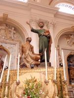 San Pietro e il Paralitico Interno Duomo di San Pietro   Una scultura unica realizzata da un tronco di cipresso. San Pietro è il santo patrono di Modica    - Modica (4009 clic)