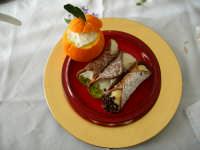 Dolci Siciliani  Arancia ripiena con crema di mandorle e Cannoli Siciliani con ricotta e crema giall