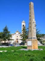 Obelisco Piazza della Bonifica - Un'Oasi di Tranquillita'  - Pergusa (3286 clic)