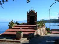 Edicola a Santa Rosalia  L'incantevole scoglio del Pescatore costruito interamente con i ciotoli di mare in foto l'edicola a S.Rosalia   - Trabia (8940 clic)