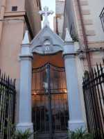 Madre di Misericordia  Edicola dedicata alla Madre di Misericordia. MARIA PREGA PER NOI.   - San nicola l'arena (5148 clic)