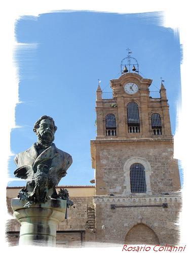 Statua Filippo Cordova e Torre Adelasia  - AIDONE - inserita il 18-Oct-18