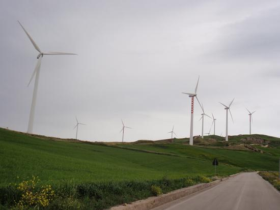 Pale Eoliche (energia pulita) - VALLEDOLMO - inserita il 30-May-11