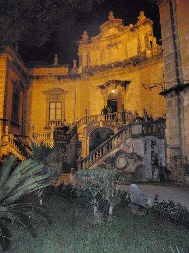 Villa Palagonia di notte  - BAGHERIA - inserita il 18-Oct-11