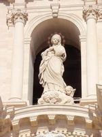 Immacolata sopra portale della Cattedrale Immacolata posta sopra il portone della Cattedrale     - Siracusa (3248 clic)