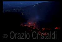 Eruzione 1991/92 sullo sfondo Zafferana Etnea  - Etna (2653 clic)