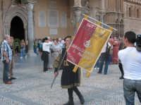Foto Palermo: Sbandieratori e Musici Leoni Reali di Camporotondo Etneo (CT) -Sbandieratori di Sicilia- esibizione davanti la cattedrale.  - Palermo (1908 clic)