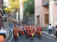 VI° Festa Medievale Festa del Ducato 2007 Sfilata degli Sbandieratori e Musici Leoni Reali durante il Corteo Storico.  - Camporotondo etneo (3813 clic)
