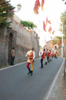 VII Edizione Festa del Ducato 2008. Momenti della sfilata. Sbandieratori e Musici Leoni Reali  - Camporotondo etneo (3063 clic)
