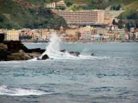 Il mare Ionio con lo sfondo di Giardini. Il mare Ionio con lo sfondo di Giardini.  - Giardini naxos (7156 clic)