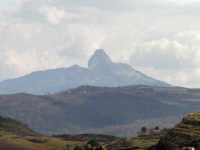 Rocca di Novara, vista dal versante Ionico.  - Novara di sicilia (4558 clic)
