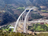 Particolare vista aerea del viadotto sulla nuova tratto Me-Pa.  - Caronia (5176 clic)