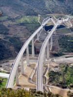 Particolare vista aerea del viadotto sulla nuova tratto Me-Pa.  - Caronia (5631 clic)