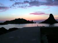 Alba isola dei ciclopi di Aci Trezza ripresa dal molo di tramontana  - Aci trezza (2678 clic)