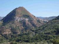 Il monte di Tripi con il paesino che cinge i suoi fianchi e il castello sul cocuzzolo.  - Tripi (7887 clic)