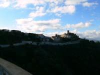 Lavori del Consolidamento e vista del Centro Storico. Foto del 21.12.2008  - Piraino (3989 clic)