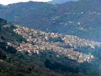 Paese visto dalla SS116, foto del 16.03.08  - Ucria (5571 clic)