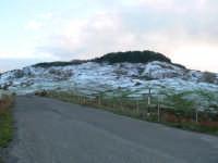 Paesaggio ancora innevato, dopo le abbondanti nevicate dell'11/12/2008. Foto del 13.12.2008 sulla strada Floresta-Fondachello  - Floresta (2085 clic)