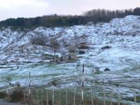 Paesaggio ancora innevato, dopo le abbondanti nevicate dell'11/12/2008. Foto del 13.12.2008 sulla strada Floresta-Fondachello  - Floresta (2128 clic)