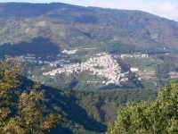 Panorama dalla Frazione Fondachello (si vede tutto l'abitato di Ucria), foto del 10.11.2008  - Raccuja (4694 clic)