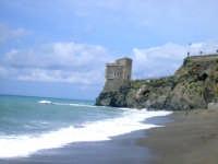 La torre delle Ciaule dalla Spiaggia. foto del 01.05.2009  - Piraino (11836 clic)