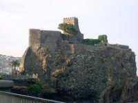 Il Castello visto dal Lungomare. foto del 20.06.2009  - Aci castello (3932 clic)