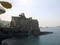 Il Castello visto dal Lungomare. foto del 20.06.2009  - Aci castello (3633 clic)
