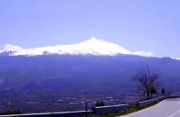Etna Vista dalla SS116 andando verso Randazzo foto del 09.04.2007  - Etna (1779 clic)