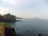 Vista dal Lungomare. foto del 20.06.2009  - Aci castello (3560 clic)