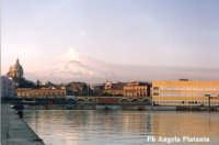 Catania - Veduta del porto  - Catania (3113 clic)