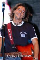 Giardino Bellini - Vodafone tour 2004 -  Il cantante Simone  - Catania (2867 clic)