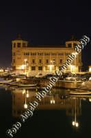 Il palazzo delle poste che si riflette. Ph Angela Platania  - Siracusa (1437 clic)