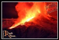 il più grande spettacolo...  Ennesimo Parossismo del nostro vulcano 8-2-2012 le foto sono coperte dal copyright evidente e perpetuo...Ph Angela Platania  - Zafferana etnea (2514 clic)