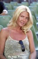 Catania - Natalie Caldonazzo in un momento di Relax a piazza Duomo  - Catania (8174 clic)