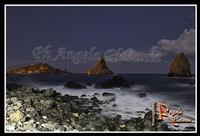 Notte autunnale I bellissimi faraglioni illuminati dalla luna. Ph Angela Platania  - Aci trezza (2920 clic)